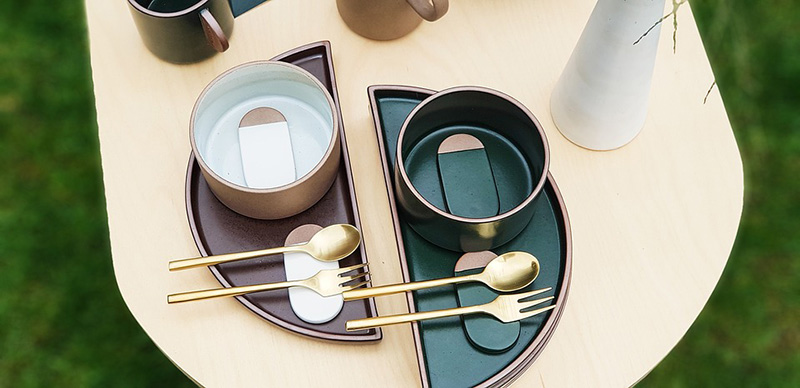 テーブルと食器